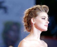 Recogido efecto cresta con tupé: Amber Heard