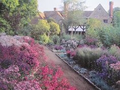 Munstead Wood. Garden Art in European Culture: Gertrude Jekyll and Edwin Lutyens