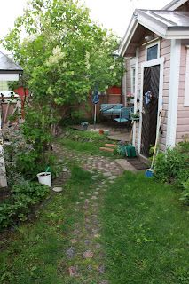 Stone aisle in Old Town in Porvoo. Garden Planning, Old Town, Finland, Windows, Doors, Travel, Beautiful, Old City, Viajes