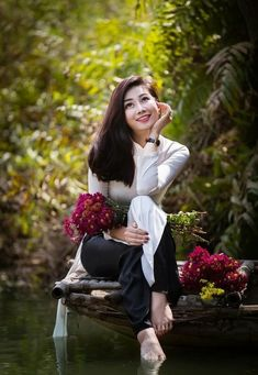 Nature women art models 15 ideas for 2019 Beautiful Girl Image, Beautiful Asian Women, Ao Dai, Traditional Dresses, Asian Woman, Girl Photos, Asian Beauty, Stylists, Vietnam
