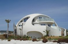 Dome House (Florida, USA) | Strange Buildings      Saw this on TV - it was the only home in Florida that didn't have problems after a Hurricane -
