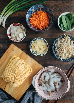 See how easy it is to make restaurant-quality Shrimp Lo Mein at home in just 30 minutes, prep to finish. Weeknight dinner made easy. Beef Ramen Recipe, Ramen Recipes, Shrimp Pasta Recipes, Dinner Recipes, Cooking Recipes, Chinese Dinner, Chinese Food, Shrimp Lo Mein Recipe, Chinese Stir Fry