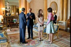 President Barack Obama and First lady Michelle Obama talk with the Duke and Duchess of Cambridge in the 1844 Room at Buckingham palace in London, England, May white House photo by pete Souza). Duke And Duchess, Duchess Of Cambridge, Barack Obama, Obama President, William Y Kate, Prince William, Kate Middleton News, First Ladies, Princesa Kate Middleton