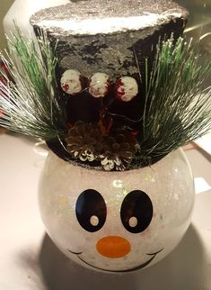 DIY Snowman with Glitter and Lights: Easy Fishbowl Snowman! - Leap of Faith Crafting Snowman Christmas Decorations, Dollar Tree Christmas, Snowman Crafts, Christmas Snowman, Holiday Crafts, Snowman Globe Craft, Snowman Wreath, Diy Ornaments, Christmas Christmas