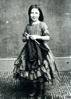 Elizabeth Jolliff of Polperro. Girls learn to knit at an early age. Cornwell