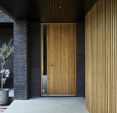 Door / BARCODE door design Lars Vejen for Vahle door solid oak frontdoor yderdø. - Lilly is Love Modern Entrance Door, House Entrance, Entrance Doors, Timber Front Door, House Front Door, Door Design, Exterior Design, House Design, Solid Oak Doors