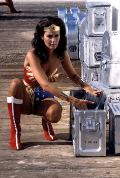 """Anyone remember this woman? vintage everyday: 20 Behind-the-Scenes Photos of Lynda Carter from """"Wonder Woman"""" as You've Never Seen Her Before Lynda Carter, Vintage Hollywood, Classic Hollywood, Lloyd Bridges, Wander Woman, Tv Icon, Wonder Woman Comic, Abs Women, Scene Photo"""