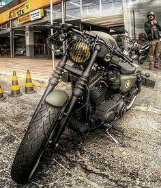 sportster army atau motor harley davidson ini,saya menyukai motor tersebut karena terkesan keren ketika kita mengendarainya.....dan biasanya motor ini dominan orang yang memakainya postur2 tubuh asia ,,,karena motor ini tergolong lebih kecil dari pada moto harley yang lainnya