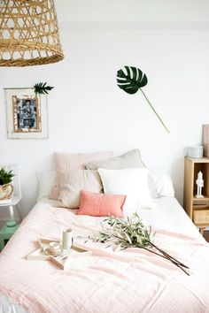 46 Pink Tropical Bedroom Design and Decorating Ideas - No matter if you stay in a high rise urban apartment or a two story suburban residence, you may easily produce your own French country home. Vintage-t. by Joey Tropical Bedroom Decor, Tropical Bedrooms, Coastal Bedrooms, Dream Bedroom, Home Bedroom, Bedroom Ideas, Summer Bedroom, Blush Bedroom, Bedroom Inspo