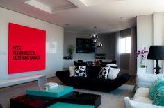Cor nos detalhes. Veja: http://casadevalentina.com.br/projetos/detalhes/transformando-antes-da-obra-471 #details #interior #design #decoracao #detalhes #decor #home #casa #design #idea #ideia #color #cor #casadevalentina #livingroom #living #sala #saladeestar