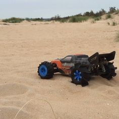 3D printed RC wheels giving a really fun turbo-kick and wheelies despite the deep soft sand... #3dprint #3dprinting #3dprinter #3Dprinterfilament #elasticfilament #flexiblefilament #conductivefilament #Thermoplasticpolyurethane #palmiga_innovation #rubber3dprinting #thingalert #OpenRC #Truggy