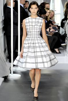 Christian Dior Spring 2012 Couture Fashion Show - Arizona Muse (Next)