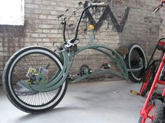 Soo close to correct. Nice design idea, NO,. NOT ridable. Such a pity. Just one small tube connecting the top tube to the dangling chainstay extension would make a huge difference. A lot of good vision WASTED. Cruiser Bicycle, Motorized Bicycle, Custom Cycles, Custom Bikes, Cool Bicycles, Cool Bikes, Motorcycle Bike, Mtb Bike, Lowrider Bicycle
