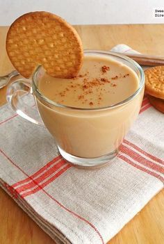 Atole of cookies Maria. Gourmet Recipes, Mexican Food Recipes, Cookie Recipes, Dessert Recipes, Mexican Desserts, Healthy Recipes, Champurrado Recipe, Yummy Drinks, Yummy Food