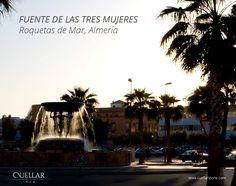 Fuente de las tres mujeres. Roquetas de Mar (Almería). La piedra, mojada por los chorros, resfresca el ambiente con sus colores vibrantes.
