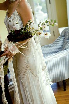 Parelkettingen passen goed in een trouwthema in 20's stijl #bruiloft #wedspiration #20's
