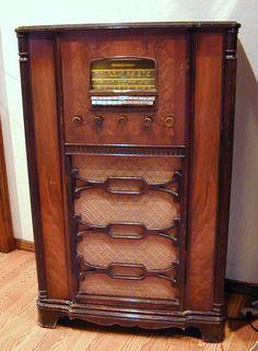 Vintage Art Deco Ekco C88 Valve Console Radio 1936
