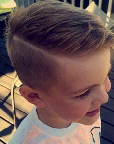 jolie coupe garcon undercut, suggestion parfaite pour un petit garçon élégant