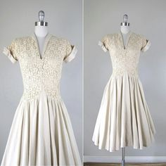 Gorgeous off white lace vintage 1940's 50s dress. This dress is such a wow!