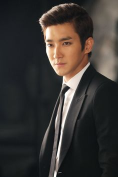 Siwon (Super Junior)... looks gorgeous in this picture... oh my god!