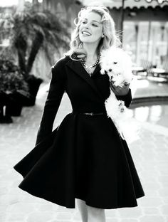 Retro Dresses So modest, with such ladylike lines - See pictures from the June 2010 photo shoot with Katherine Heigl. Look Fashion, Fashion Beauty, Nail Fashion, Classy Fashion, Fashion Images, White Fashion, Timeless Fashion, Fashion Models, Fashion Jewelry
