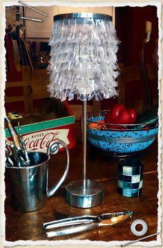 lampara con materiales reciclados
