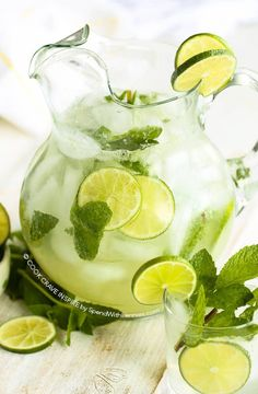 This classic #mojito recipe is easy and refreshing! A fresh citrusy mint and lime cocktail is the perfect party drink to enjoy on the deck with friends! This can be made non-alcoholic too!