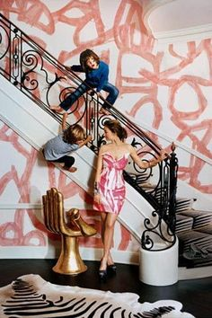 A Peek Inside Kelly Wearstler's Hollywood Mansion — Vogue Hand Painted Wallpaper, Painting Wallpaper, Graffiti Wallpaper, Foyer Wallpaper, Funky Wallpaper, Hand Painted Walls, Custom Wallpaper, Bold And The Beautiful, Most Beautiful