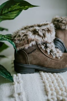 A fun ankle boot perfect to jazz up any outfit ✨🐻🐾 Shop Serenity: bearpaw.com/ #LiveLifeComfortably #BearpawStyle