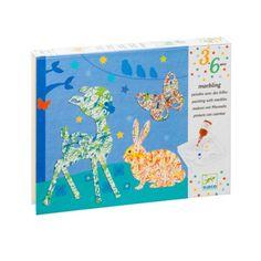 Voici une amusante et spectaculaire technique de peinture : la peinture à billes. L'enfant pose une silhouette d'animal et les billes dans une boîte, puis verse quelques gouttes de peinture. Il ferme la boîte et la secoue. Le résultat, toujours surprenant, n'est jamais le même.