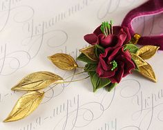 There is a set consisting of the one ring and a necklace. Extraordinary combination of the noble burgundy flowers, the olive and golden colored