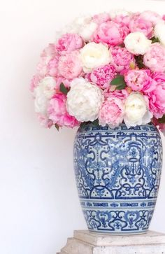 Chinoiserie Chic: Pink & Blue & White, pink and white peonies in a vase, peony home decor Blue And White Vase, White Vases, Pink Blue, Pink White, Navy Blue, Hot Pink, Pretty In Pink, Beautiful Flowers, Chinoiserie Chic