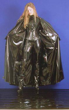 Black PVC Raincoat - very hot Green Raincoat, Pvc Raincoat, Plastic Raincoat, Imper Pvc, Mode Latex, Crotch Boots, Rubber Raincoats, Raincoats For Men, Latex Costumes