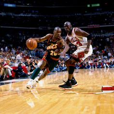 sports shoes 50772 f7432 Gary Payton of the Seattle SuperSonics drives to the basket against Michael  Jordan of the Chicago Bulls during Game Six of the 1996 NBA Finals at the.