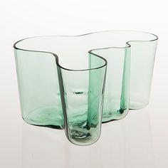 ALVAR AALTO - 'Savoy' glass vase by Karhula Glassworks Finland. - Green glass, blown into a wooden mould. Glass Design, Design Art, Alvar Aalto, Finland, Industrial Design, Glass Art, Perfume Bottles, Auction, Vase