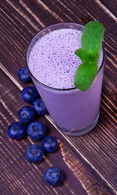 The Perfect Blueberry Matcha Detox Smoothie #LyfeTea