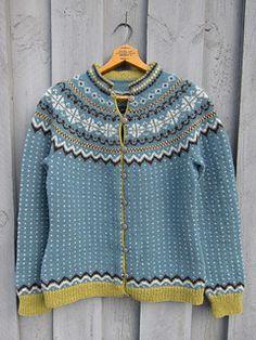 Ravelry: Mandelblomst pattern by Wenche Roald Fair Isle Knitting, Lace Knitting, Knitting Patterns, Knit Crochet, Norwegian Knitting, Knit Art, How To Purl Knit, Keep Warm, Bunt