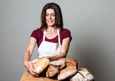 Elisabeth Ruckser weiß, wie gutes Brot entsteht, und lädt bewusste Brotesser zum Backkurs bei Fritz Potocnik in Burgwiesen ein.
