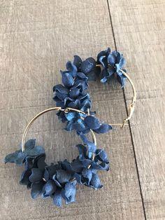 Fabric Earrings, Denim Earrings, Flower Earrings, Hoop Earrings, Textile Jewelry, Fabric Jewelry, Beaded Jewelry, Bracelet Crafts, Jewelry Crafts