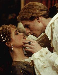 Tom Cruise as Lestat de Lioncourt in Interview With The Vampire (1994). Vampire Photo, Vampire Film, Vampire Love, Vampire Art, Anne Rice, Tom Cruise, Brad Pitt, Vampiro Lestat, Grim Fairy Tales
