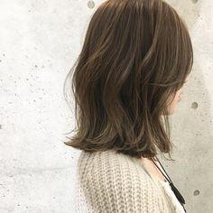 いいね!236件、コメント2件 ― 種部 裕大さん(@taneccho)のInstagramアカウント: 「〜頑張り過ぎない無造作な外国人風ヘアが好きな方へ〜 ・ ・ 春はハイライトを、細く多めに入れて仕上げる【スモークベージュ】がオススメです♪ ・ ・…」 Hair Inspo, Hair Inspiration, Medium Hair Styles, Long Hair Styles, Wavy Bobs, Hair Cuts, Hair Beauty, Hairstyle, Face