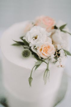 Single tier buttercream wedding cake with peach and white flowers | Twig + Fawn Photography