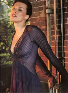 Milla Jovovich~(ಠ_ರೃ) Très Belle Femme ღ♥♥ღ Très Sexy♥♥Sexy ღ♥♥ღ-Modeling for Dana Karan Gianni Versace, Babe, Stars Nues, Milla Jovovich, Sheer Beauty, Thing 1, Donna Karan, Hot Girls, Beautiful Women