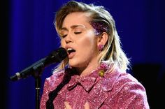 Miley Cyrus Shows Off New Hair Style | Billboard