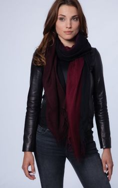 Scarf with colour gradient red to black by REPEAT