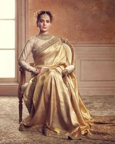 Saree is considered to be another eastern fashion trend which has also has hype equally as compared to anarkali dresses and lehenga dresses. Indian Dresses, Indian Outfits, Ball Dresses, Ball Gowns, Golden Saree, Indische Sarees, Indie Mode, Party Kleidung, Stylish Sarees