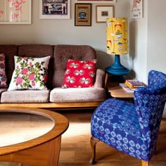 IN LONDON, A CHARMING COTTAGE AND KITSCH