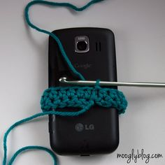 Ultimate Universal Electronics Cozy Step 2 - a step by step photo #crochet #tutorial on mooglyblog.com