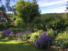beeteinfassung mit grossen steinen gardentime pinterest garden small gardens und flowers. Black Bedroom Furniture Sets. Home Design Ideas