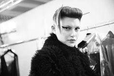 Catherine McNeil après sa séance make-up en backstage du défilé Haider Ackermann printemps-été 2014 http://www.vogue.fr/mode/inspirations/diaporama/les-coulisses-de-la-fashion-week-printemps-ete-2014-a-paris-jour-5/15471/image/858549#!les-coulisses-de-la-fashion-week-printemps-ete-2014-a-paris-jour-5-catherine-mcneil-haider-ackermann